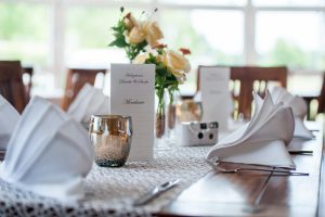 Engelshaar hat vielfältige Einsatzmöglichkeiten in der Tischdekoration auch für Hochzeiten
