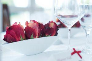 Romantische und elegante Dekoration mit Roten Rosen